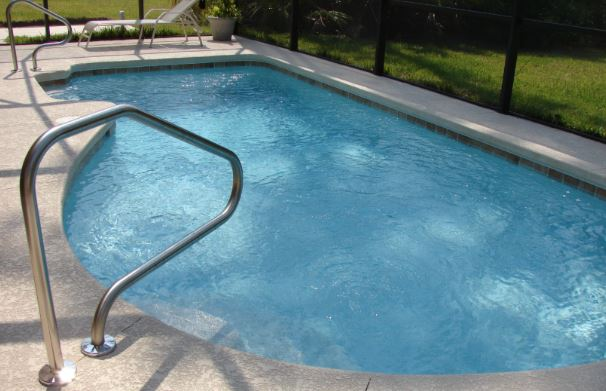 cuanto gasta la depuradora de piscina para tener el agua limpia